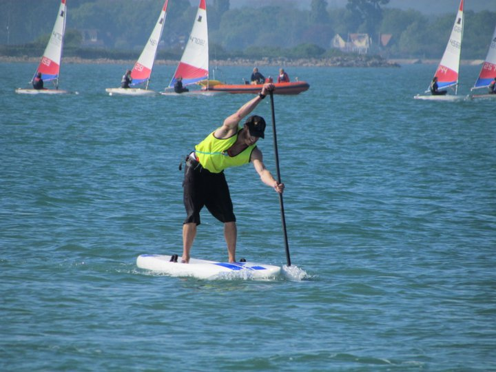 Hayling Island Frostbite 4 - leading the 12'6 class